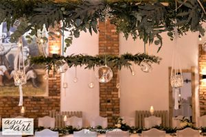 podwieszane roślinne dekoracje
