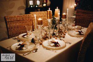 Dekoracja okolicznościowa stołu wigilijnego