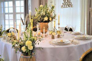 dekoracja stołu prezydialnego