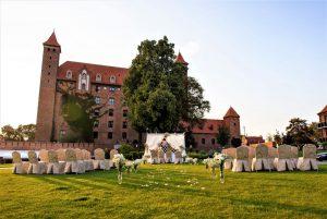 Ślub w plenerze w ogrodach Zamku w Gniewie