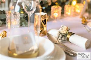Dekoracja ślubna stołu prezydialnego