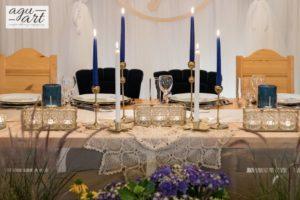 dekoracja stołu prezydialnego w lesnej Karczmie Faltomu